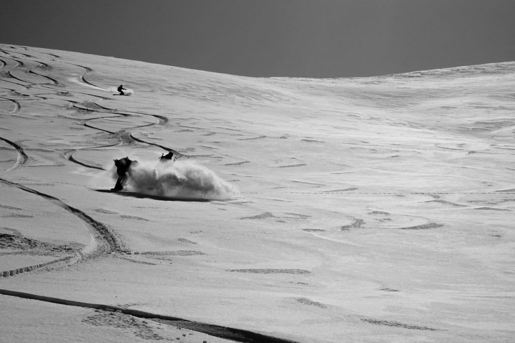 Georgia splitboarding tour winter experience Gudauri mountains freeride offpiste powder snow black and white picture